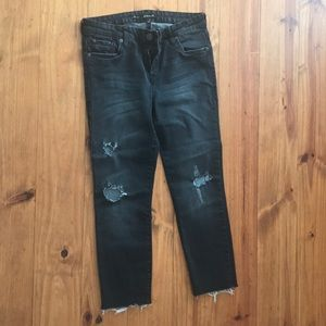 Raw hem distressed jean